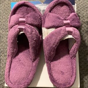 Isotoner signature memory foam slippers